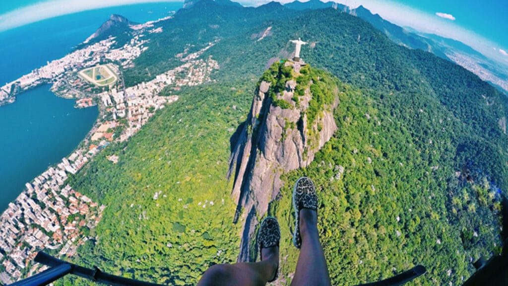 Voo de helicóptero sem portas no Rio de Janeiro