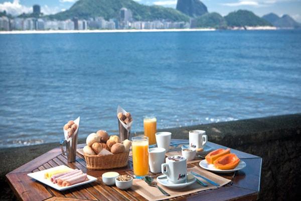 Cafe da manha no forte em copacabana