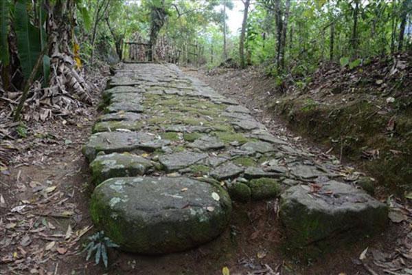 Foto das pedras do caminho do ouro em Paraty.