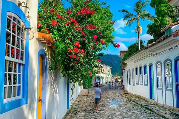 Foto de Paraty e suas ruas.