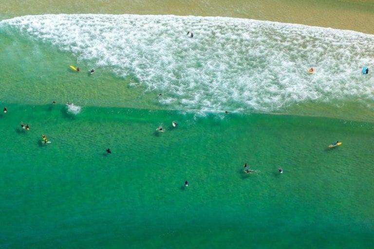 Imagem da agua do mar no Rio de Janeiro.