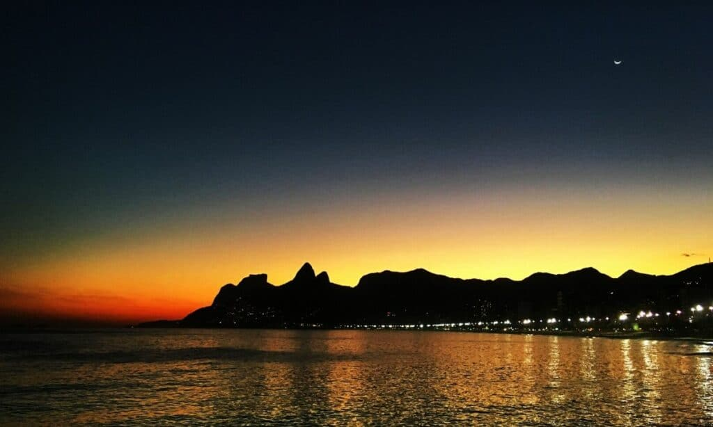 Arpoador é cenário do por do sol mais lindo do Rio de Janeiro