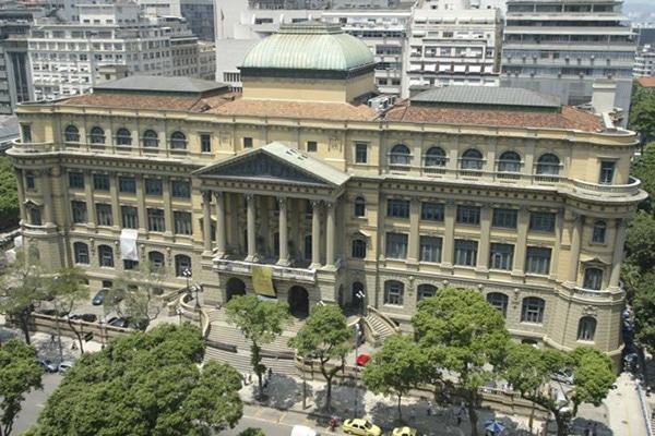 A oitrava maior biblioteca do mundo fica no Rio de Janeiro