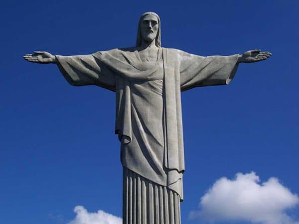 Curiosidade sobre os braços do Cristo Redentor